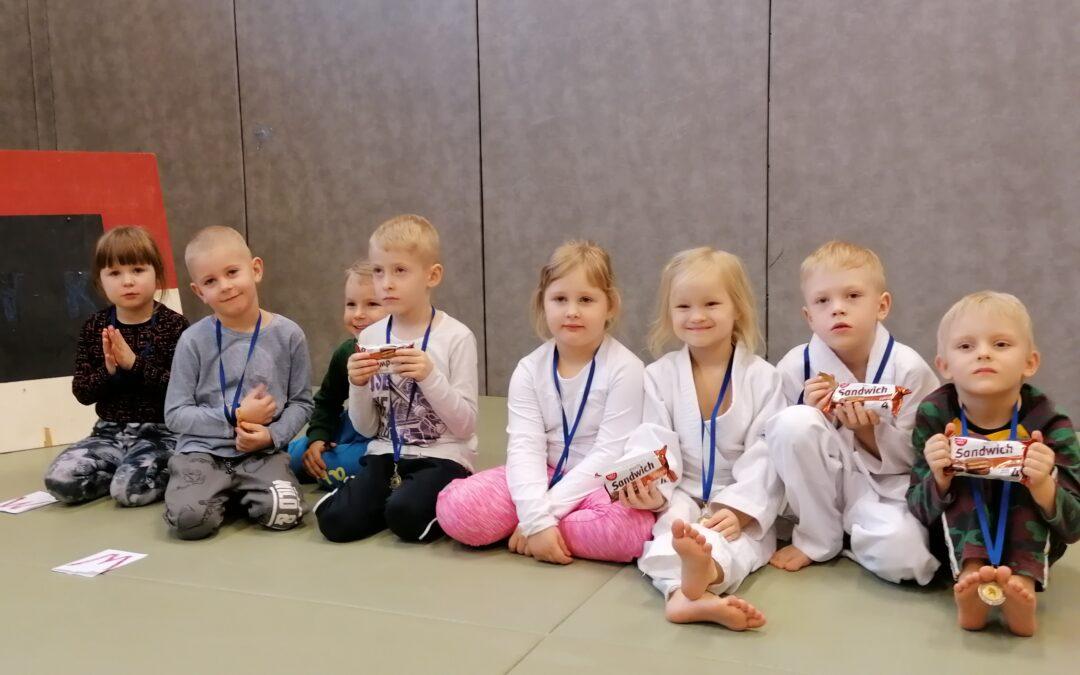 Võru Lasteaed Sõleke judotrenni lapsed olid esindatud 14 judokaga